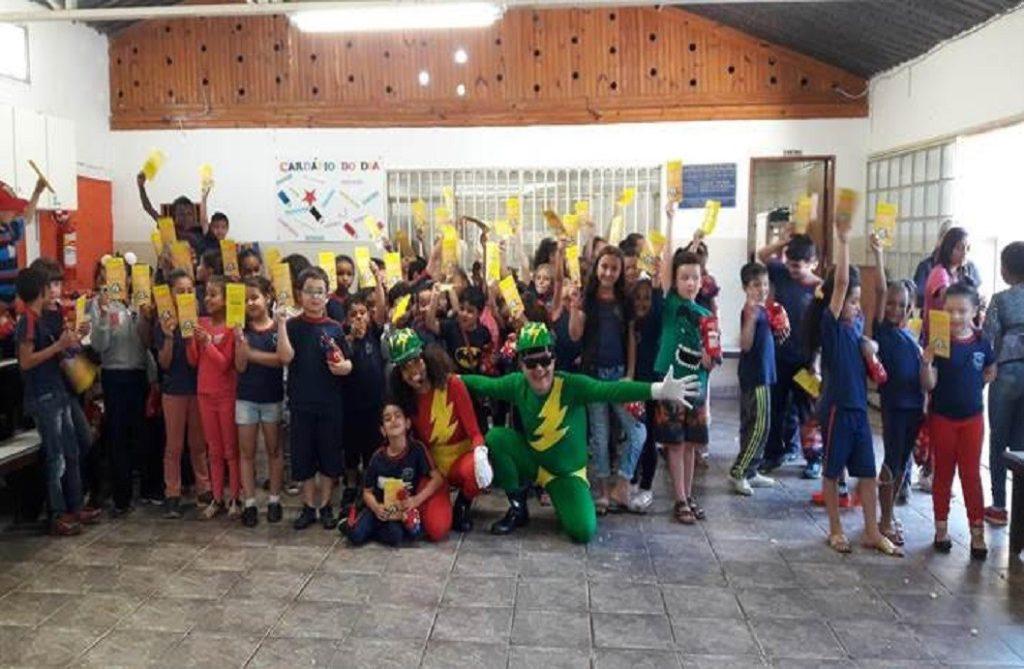 Cemig apresenta peças teatrais sobre eficiência energética em escolas de Lafaiete e Carandaí